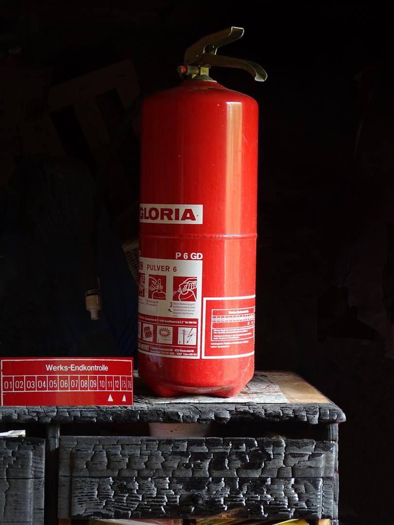 Feuerlöscher ( 44 Jahre alt hat aber funktioniert ! )