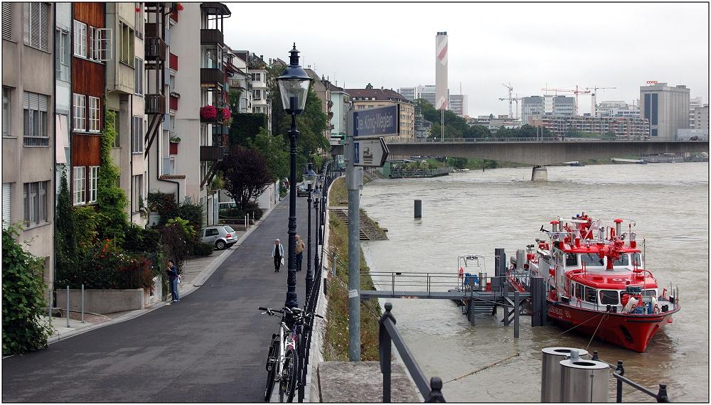 ... Feuerlöschschiff am Rhein ...