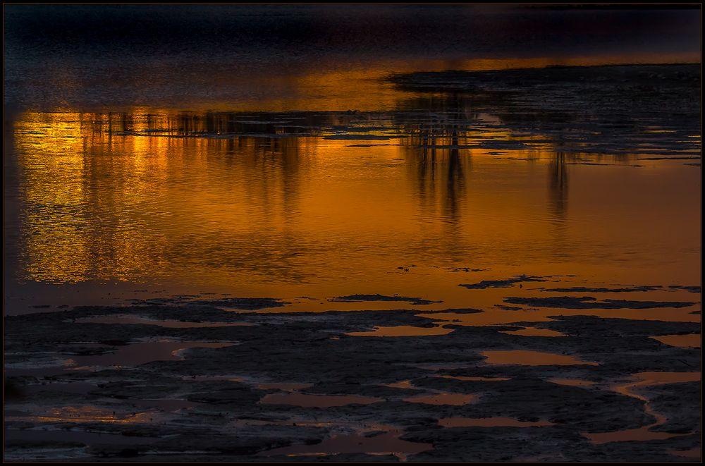Feuerwasser... - warme Farben an einem windig-kalten Abend...