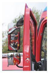 Feuerwehr im Seitenspiegel
