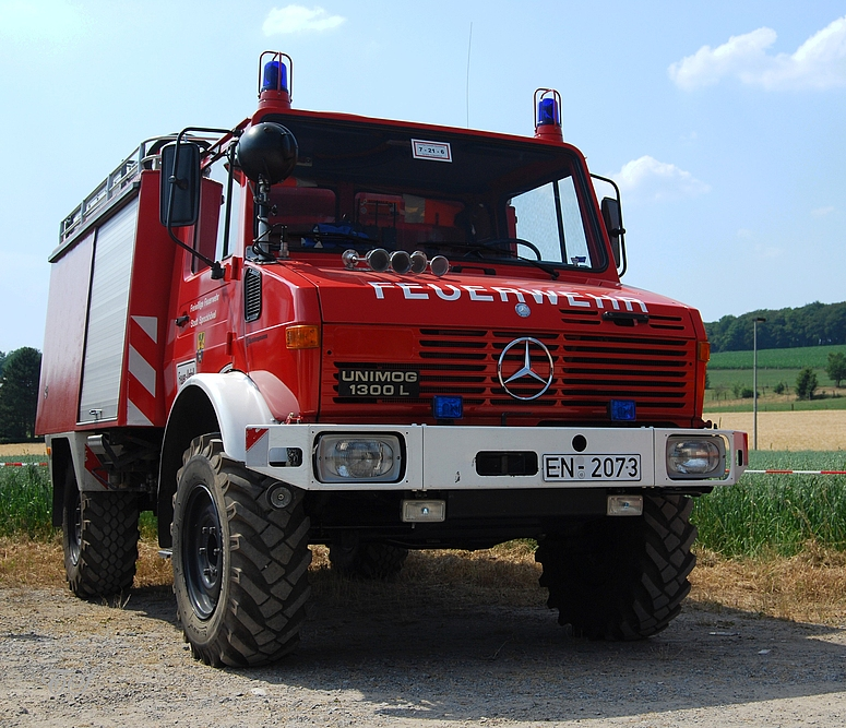 feuerwehr unimog 1300 l foto bild autos zweir der. Black Bedroom Furniture Sets. Home Design Ideas