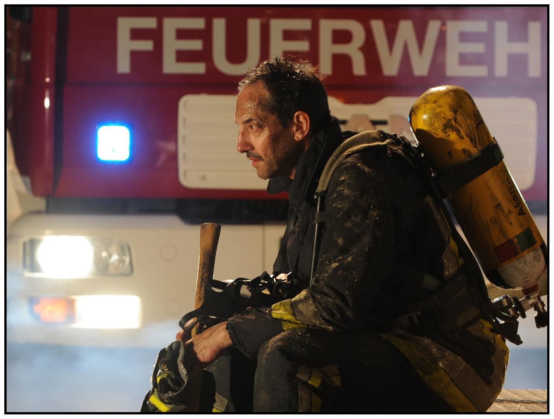 Feuerwehrmann nach dem Einsatz