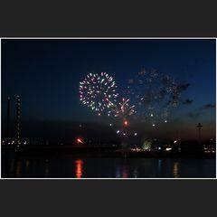 Feuerwerk am Rhein II