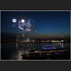 Feuerwerk am Rhein III