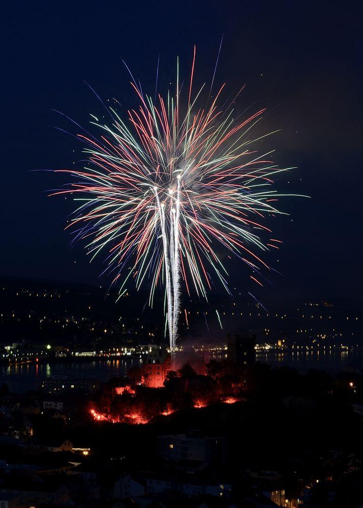 Feuerwerk in Bingen von der Burg Klopp