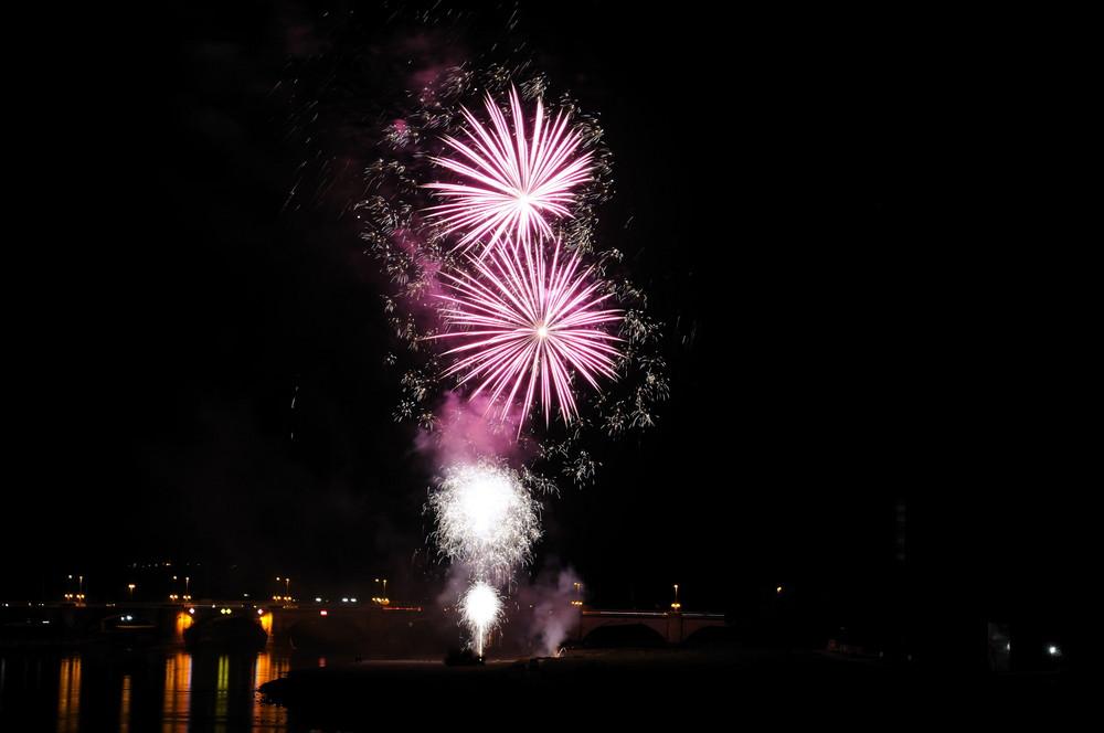 Feuerwerk in Dresden an der Elbe