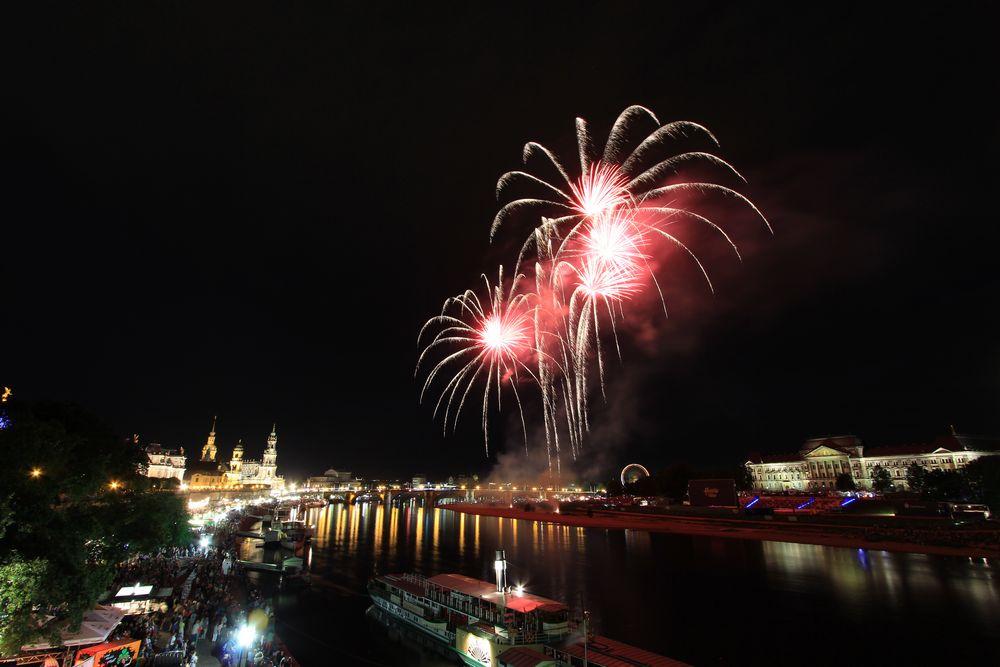 Feuerwerk-Rot zum Stadtfest Dresden 2013