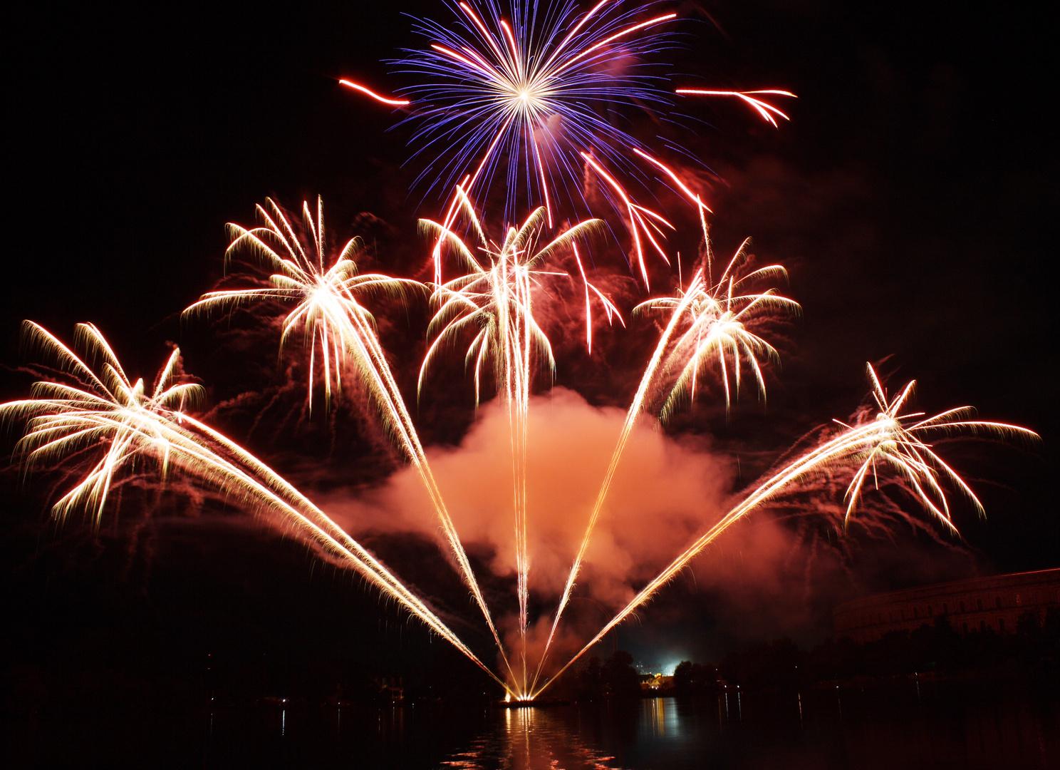 Feuerwerk über der Kongresshalle Teil 3