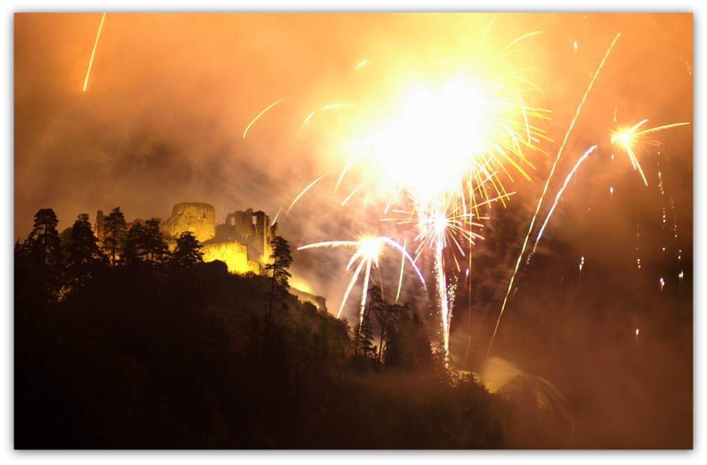 Feuerwerk über Ehrenberg