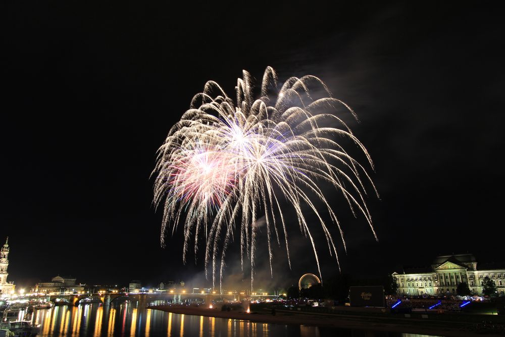 Feuerwerk-Weiß zum Stadtfest Dresden 2013