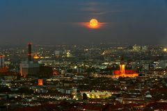feurig roter Mond ... Berlin@Night4