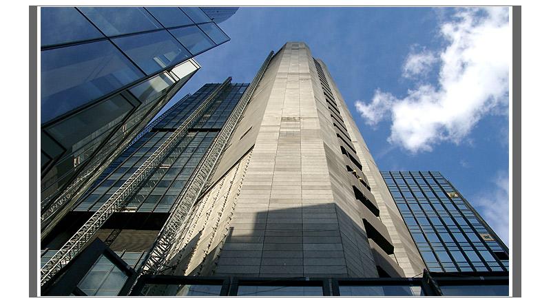 ffm: Handarbeit im Büroturm