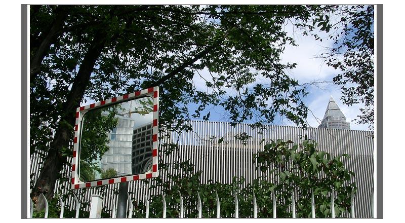 ffm: Messeturm mit Spiegel