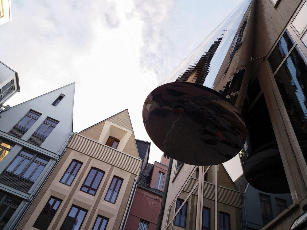 FFM silberner Hut vor ALT-Fassaden J5