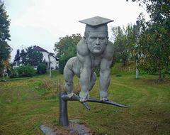 "Figur auf dem "" Schelmenbaum """