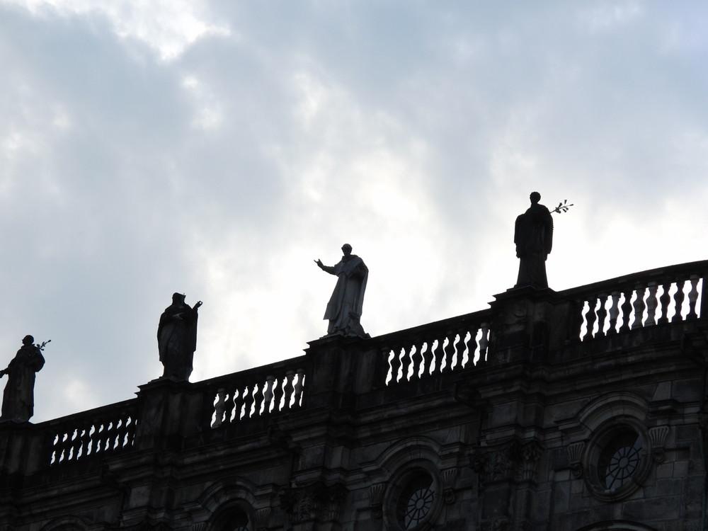 Figuren auf der Schloßkirche in Dresden