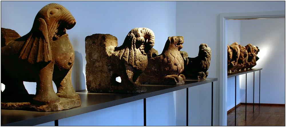 ... Figuren vom Basler Münster ...