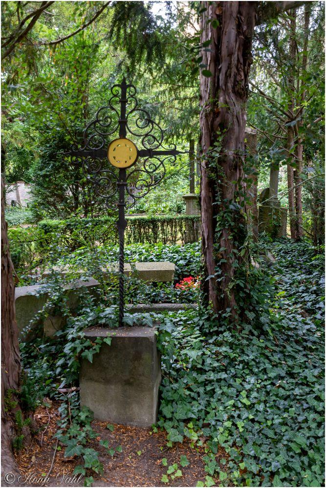 Filigranes Eisenkreuz