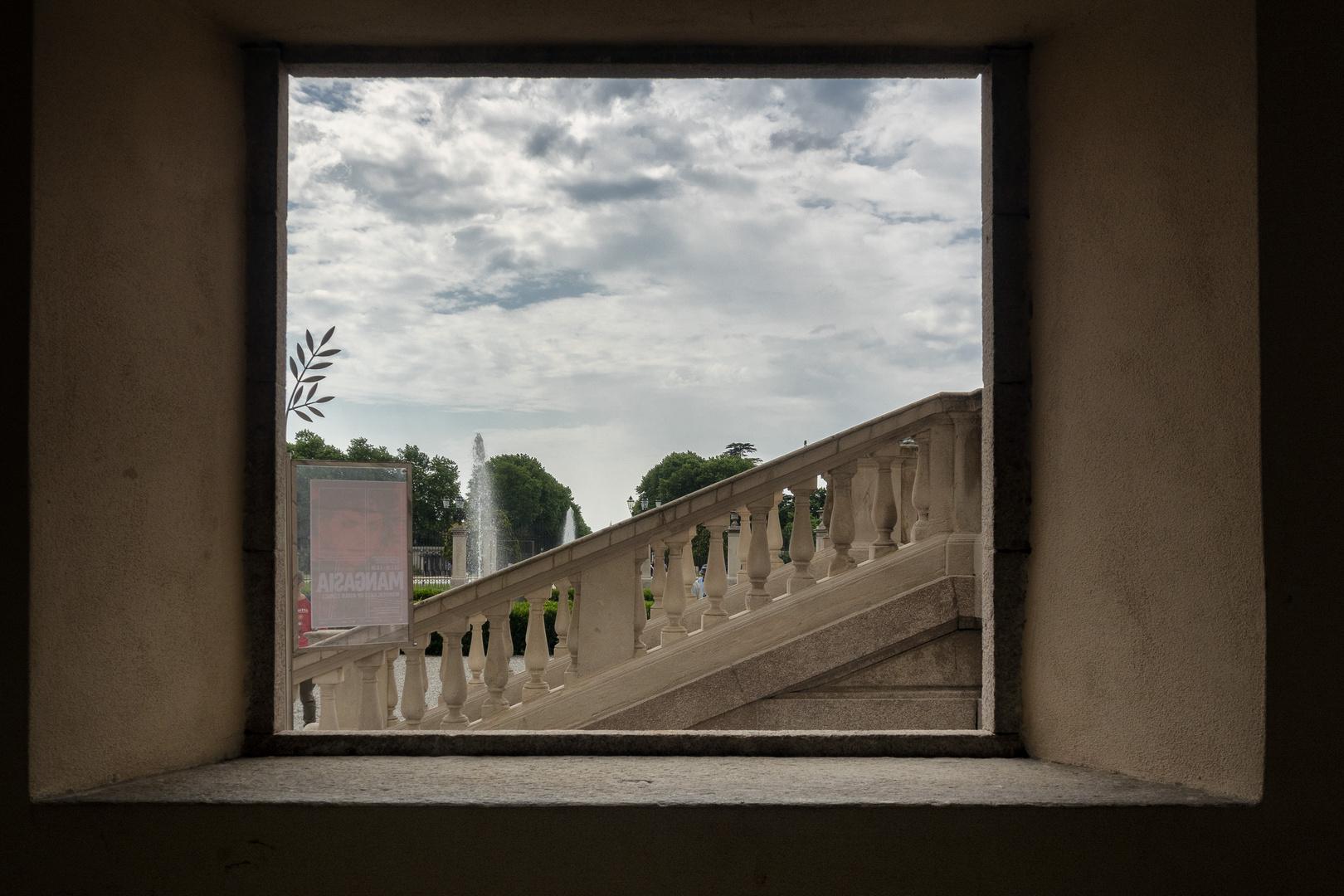 Finestra atrio, Villa Reale di Monza