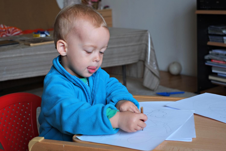 Finn beim Malen
