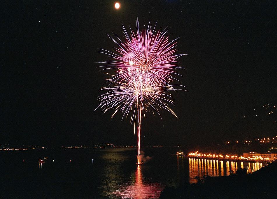 Fireworks at Lago di Garda (1)