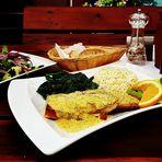 Fisch Dill Senf Reis Spinat Salat Bier Salat Sonne