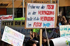 Fisch Schülerdemo Stgt Fr.22-03-19 F-66col