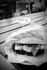 Fischbrötchen und Wein
