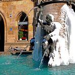Fischbrunnen in Eis