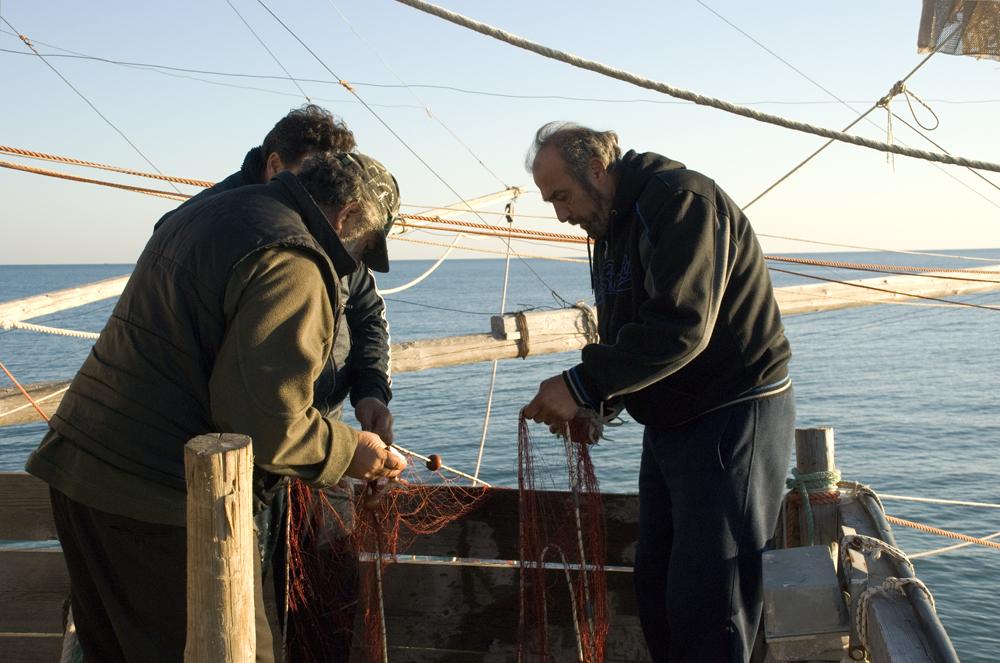 Fischer bei der Arbeit auf dem Trabuccho