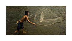 Fischer beim Netzwurf