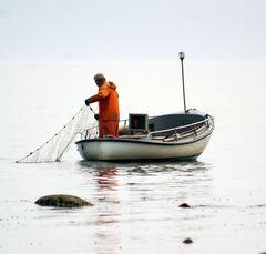 Fischer im Herbstdunst