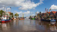 Fischerflotte im Hafen von Neuharlingersiel
