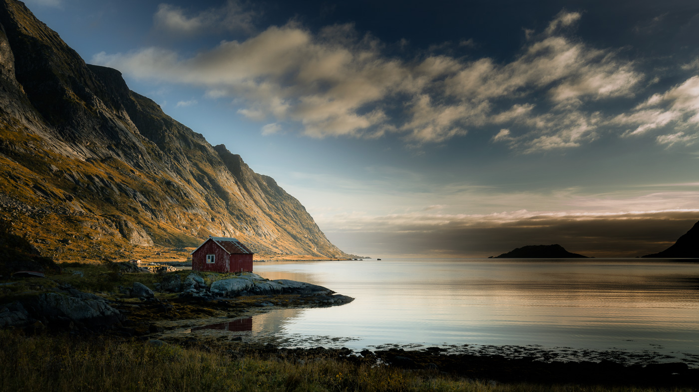 Fischerhütte im Fjord