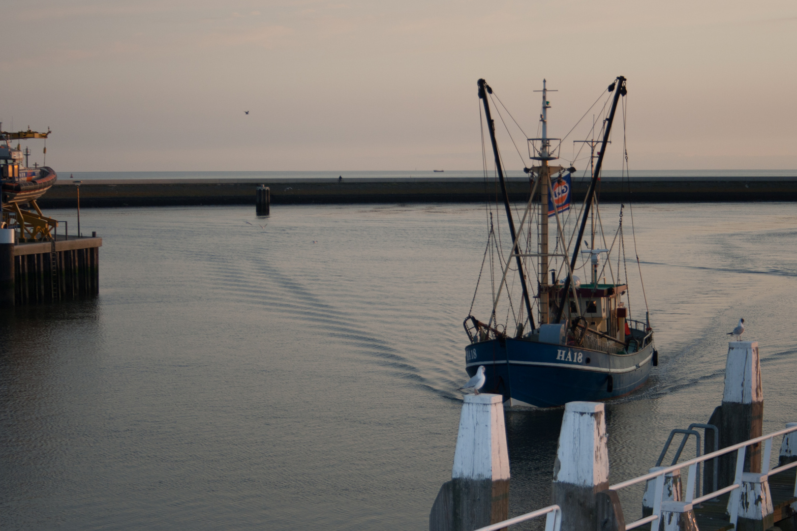 Fischkutter auf dem Weg zum Heimathafen
