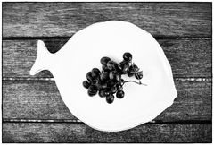 fish with black grapes