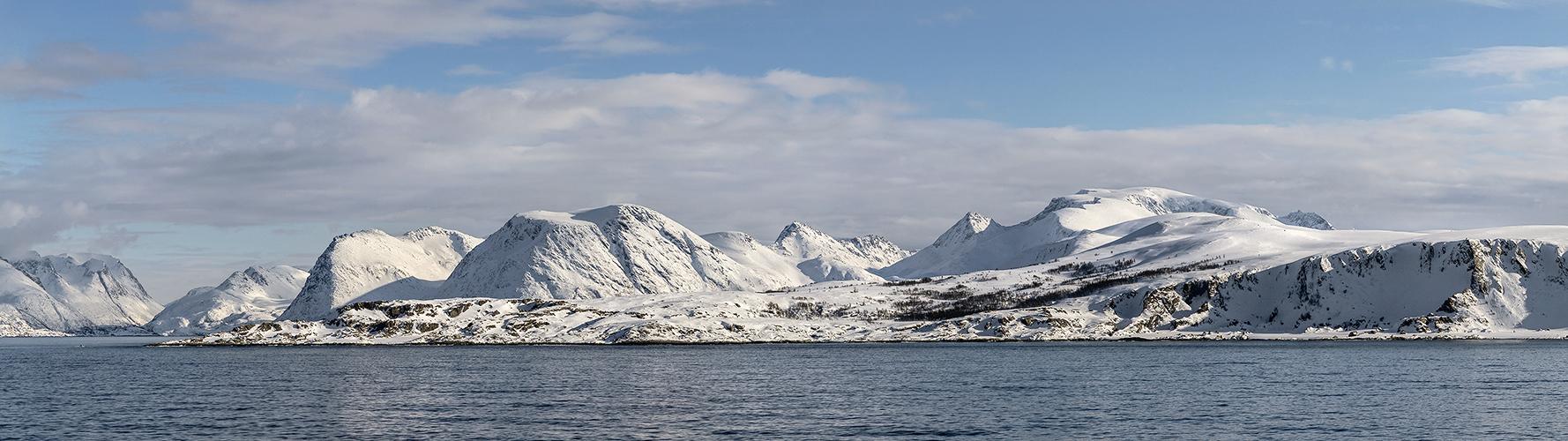 FJORDLANDSCHAFT zwischen Hammerfest und Oksfjord