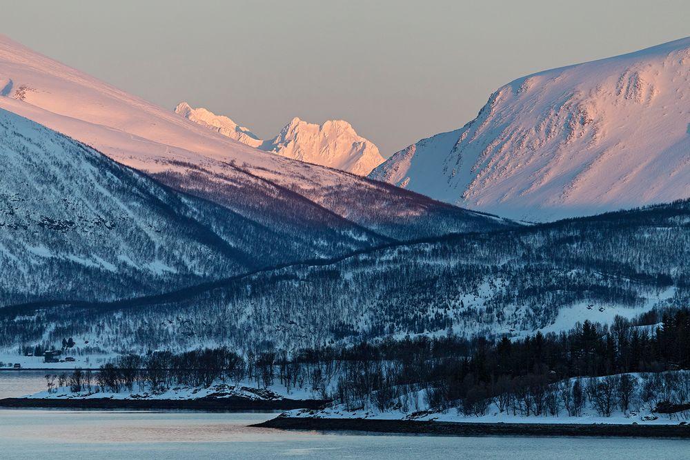 Fjordlandschaft zwischen TROMSÖ und SKERVOY