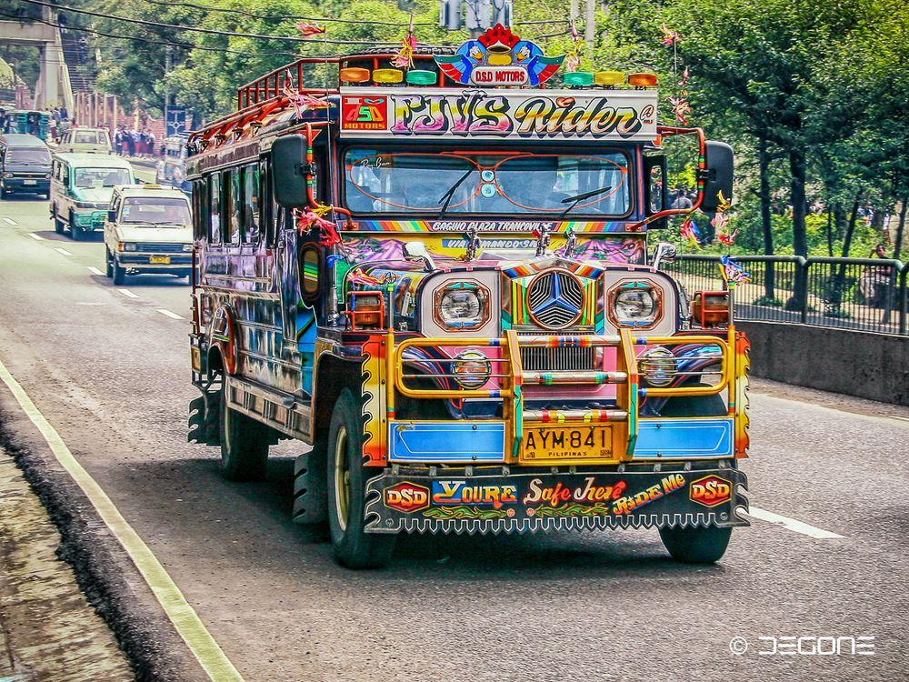 FJVS-Rider - buntes Jeepney in Bagiou
