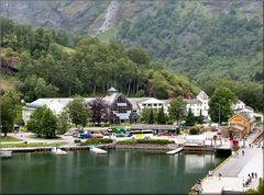 Fläm tra  montagne nel Fiordo dei Sogni.