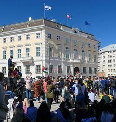 Flaggen beim Bundeskanzleramt