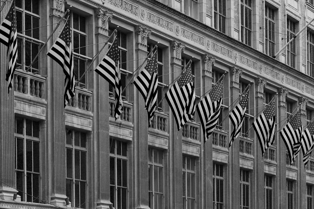 Flaggenparade auf der 5th Ave