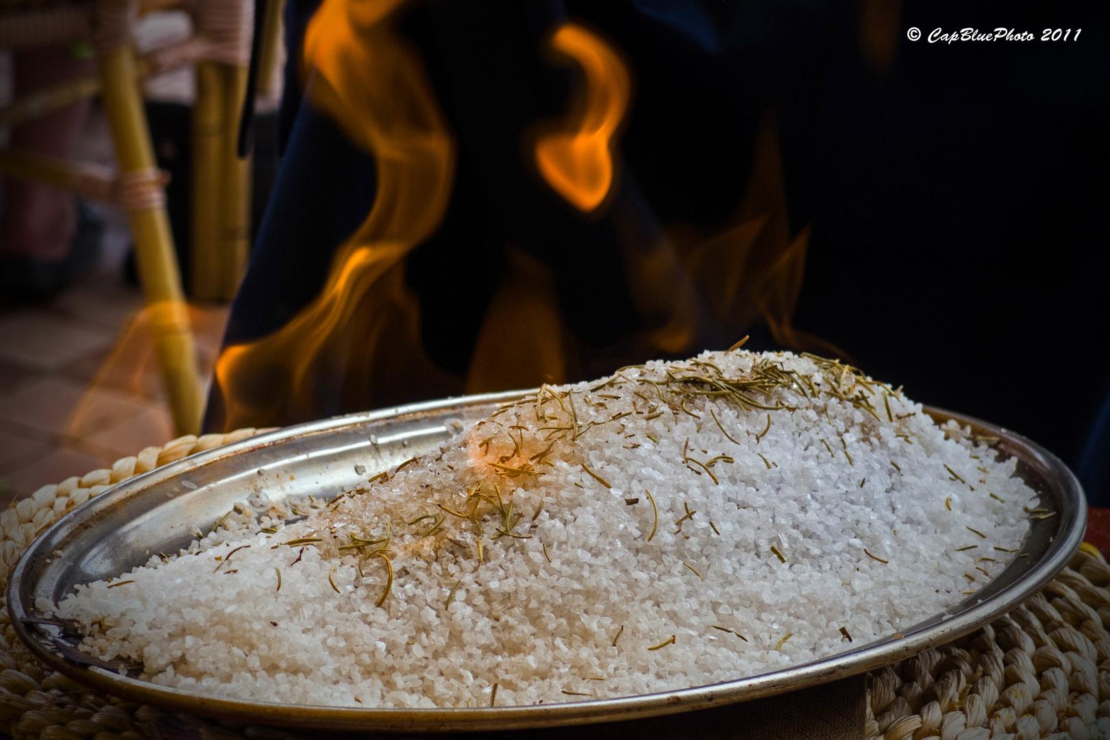 Flambierter Salzfisch eine Mallorca Spezialität
