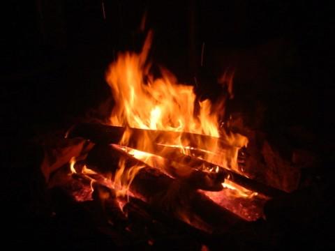 Flammen die Wärme spenden