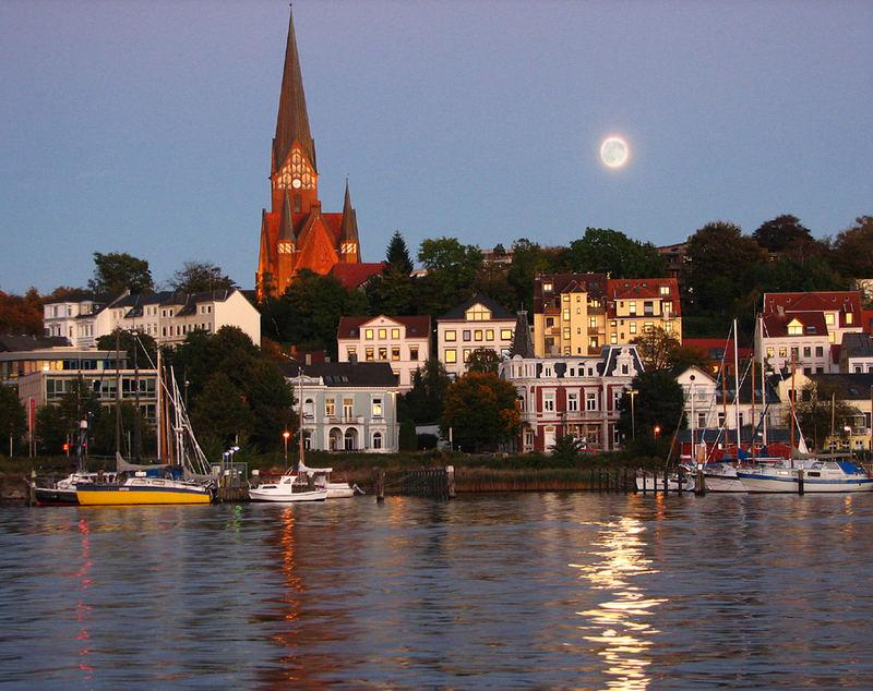 Flensburg im mondlicht foto bild architektur architektur bei nacht motive bilder auf - Architektur flensburg ...