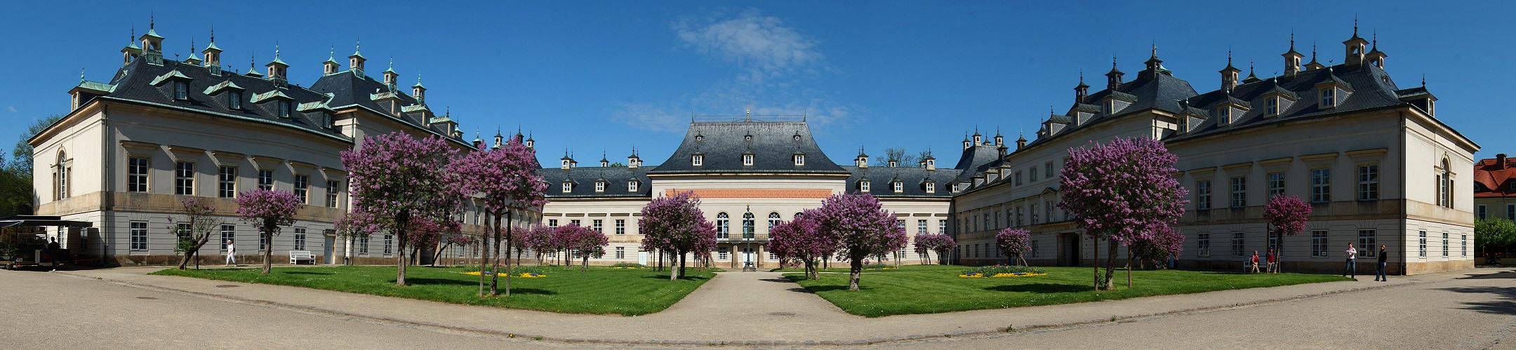 Fliederhof im Schloss Pillnitz