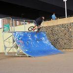 Fliegendes Fahrrad....zum Blue Monday…