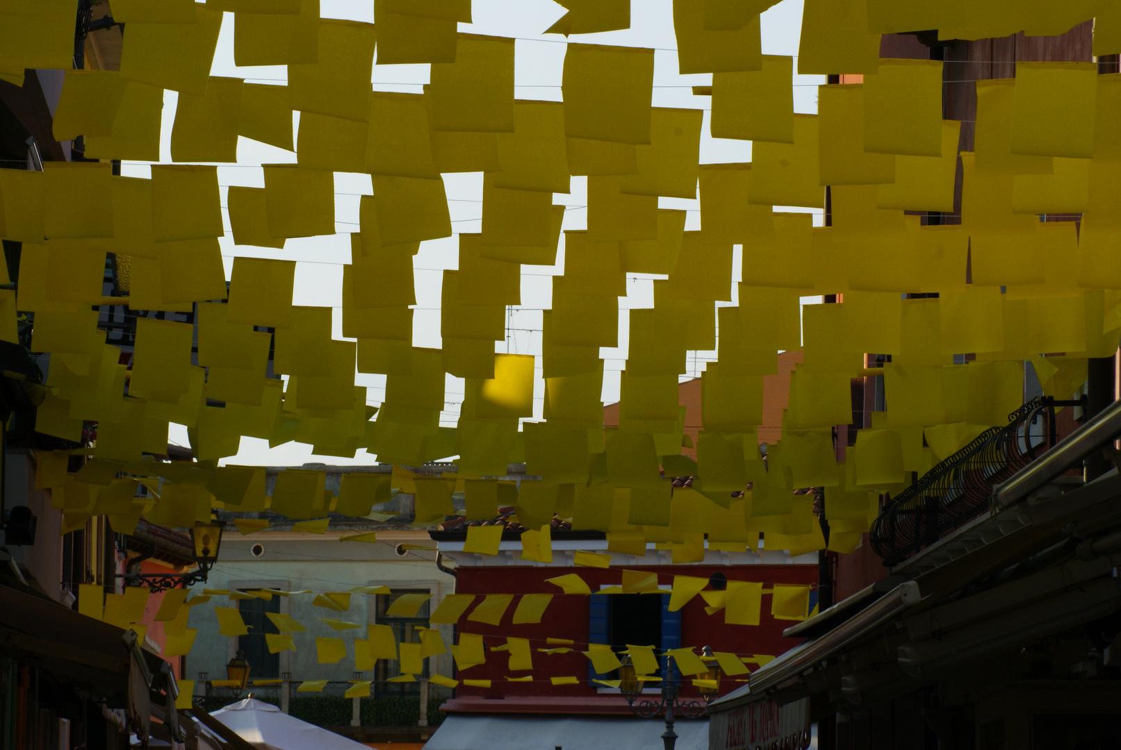 Fliegendes Gelb
