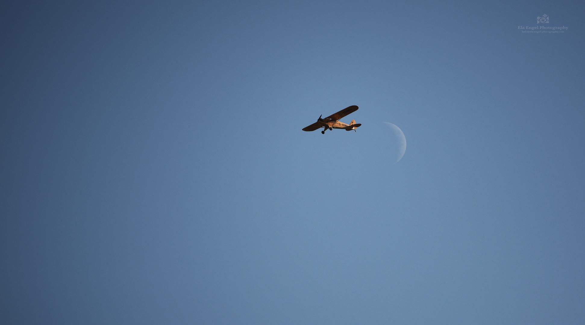 Flieger, grüß mir den Mond