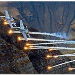 Fliegerschiessen Axalp 2012 (F/A-18 Hornet im Luftkampf)